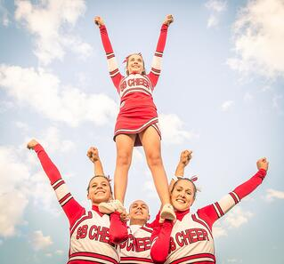 cheerleaders-stunts-cause-injuries