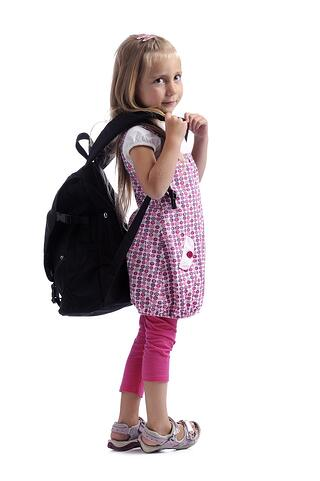 child_wearing_loose_backpack_back_pain