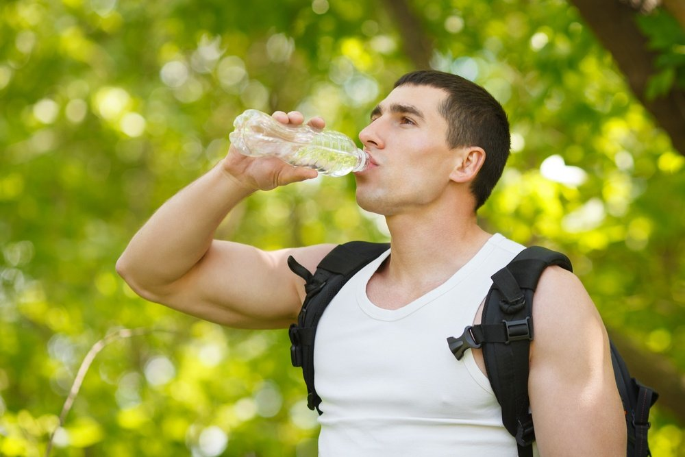 man-hydrating-drinking-water-for-preventing-injuries