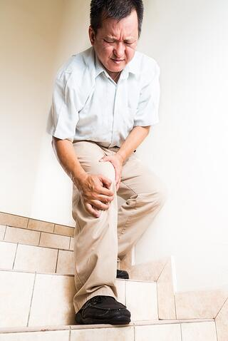 meniscus-surgery-tear-on-stairs