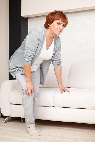 knee-replacement-candidate-woman