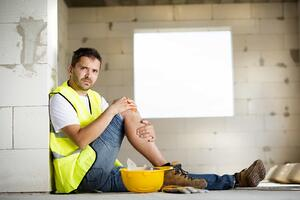 graphicstock-construction-worker-has-an-accident-while-working-on-new-house_S0Zyj80qbZ